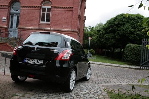 Suzuki swift black white den Splash  5