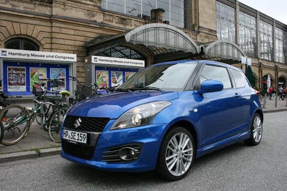 Suzuki swift black white den Splash  9