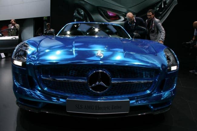 Der blaue Elektro-Blitz mit Stern - SLS AMG Coupé Electric Drive geht in Serie 1