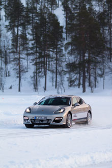 Passenger-Drive Porsche Panamera im Drift mit Spikes 1