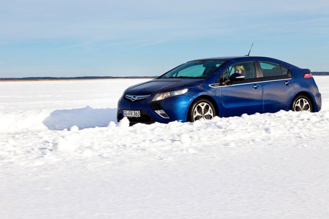 vOpel Ampera Ice Road Drive